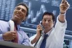 Zwei Broker beim Handel an der Börse