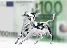 Silberner Bösenbulle vor einem 100 Euroschein